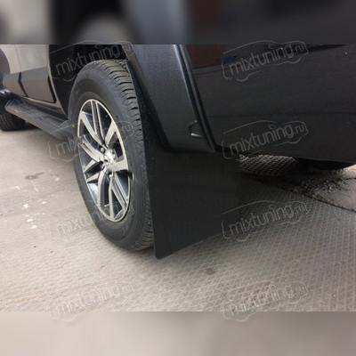 Брызговики под расширители колесных арок с выносом 50 мм (шагрень)