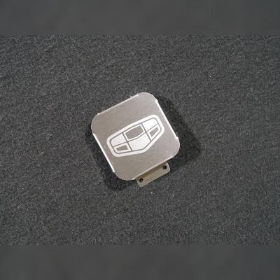Заглушка фаркопа с логотипом модели автомобиля (нержавеющая сталь)