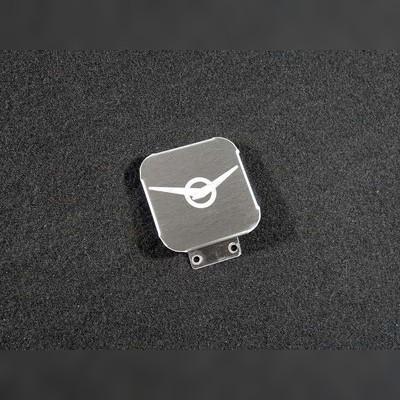Заглушка фаркопа с логотипом модели автомобиля (нержавеющая сталь, шар E 50х50)