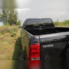 Накладка на задний откидной борт со скотчем 3М Toyota Hilux 2015-2018 (VIII дорестайлинг)