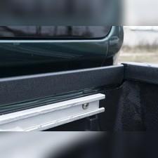 Накладка на передний борт кузова со скотчем 3М Nissan Navara 2005—2015
