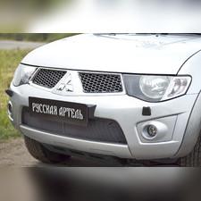 Защитная сетка решетки переднего бампера Mitsubishi Pajero Sport 2008—2013