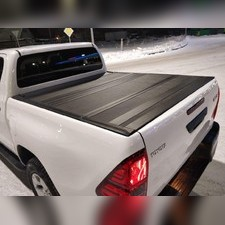 Жесткая крышка пикапа четырех-секционная для Toyota Hi-Lux 2015+, алюминиевая (цвет чёрный)