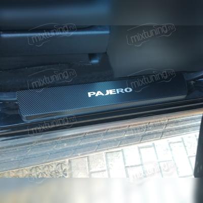 """Накладки на внутренние пороги с логотипом модели, серия """"Premium Carbon"""""""