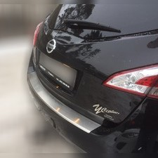 Накладка на задний бампер с загибом и логотипом модели Nissan Murano II (Z51) (нержавеющая сталь)