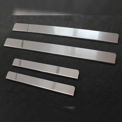 Накладки на пороги (лист зеркальный, без названия марки автомобиля)